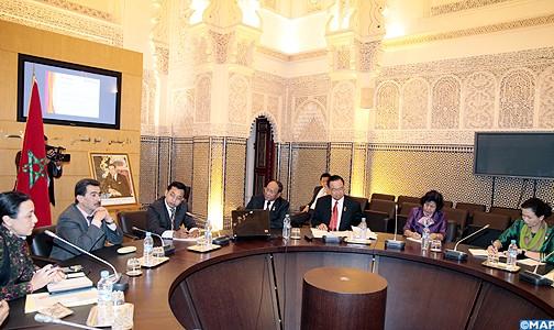 الأمين العام للمجلس الوطني لحقوق الإنسان يتباحث بالرباط مع وفد برلماني كمبودي