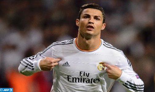 البرتغالي كريستيانو رونالدو يحرز الكرة الذهبية للمرة الخامسة في مسيرته