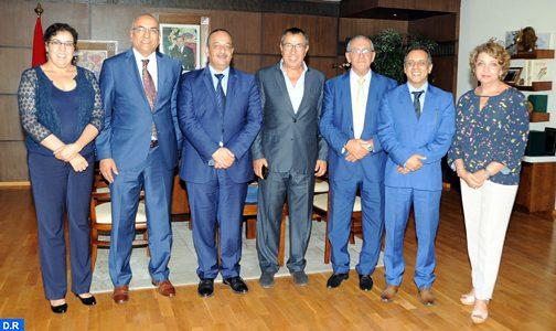 الترويج الإعلامي للمغرب كوجهة سياحية وثقافية محور مباحثات وزير الثقافة والاتصال مع الجمعية المغربية للصحفيين والكتاب في مجال السياحة