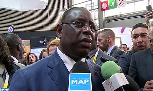 الرئيس السنغالي يزور جناح المغرب بمعرض (فيفا –تيك) بباريس