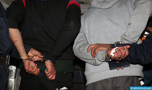 طنجة.. توقيف شخصين للاشتباه في تورطهما في المساهمة والمشاركة في قضية للضرب والجرح المفضي إلى الموت والسرقة تحت التهديد بواسطة السلاح الأبيض