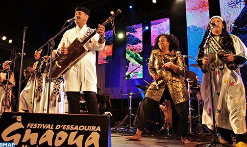 مهرجان الصويرة وموسيقى العالم.. مزيج آسر بين المعلم حميد القصري وأيقونة الموسيقى التاميلية سوشيلا رامان