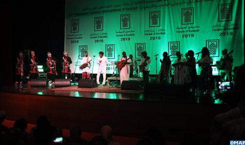 موسم أصيلة الثقافي.. أوبريت غنائية التأمت فيها الأصوات الإفريقية على مسرح واحد