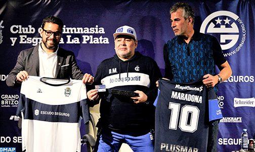 الأرجنتين .. مارادونا يتعهد بإنقاذ نادي خيمناسيا الذي تولى الإشراف على تدريبه
