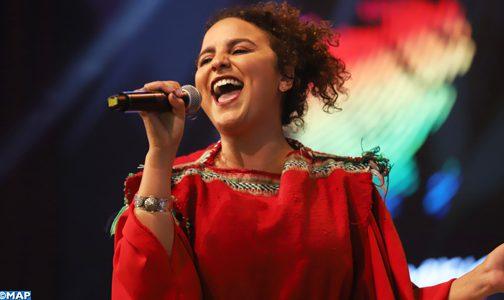 """المغنية سكينة فحصي تلهب حماس جمهور مهرجان """"فيزا فور ميوزيك"""" بباقة من أغانيها"""