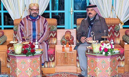 صاحب الجلالة يجري لقاء وديا بالرباط مع ملك البحرين الذي يقوم بزيارة خاصة للمغرب