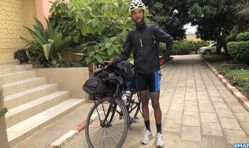 الرحالة المغربي يحيى البريكي يواصل من السنغال رحلته عبر العالم على متن دراجته