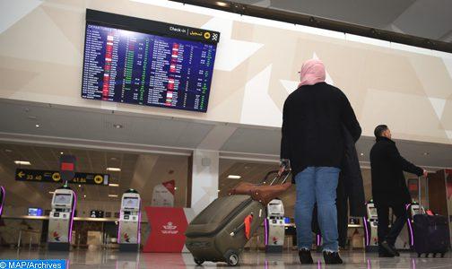 يمكن للمواطنين المغاربة والمقيمين الأجانب بالمملكة وكذا عائلاتهم الولوج إلى التراب الوطني ابتداء من 14 يوليوز الجاري، عند منتصف الليل، عبر نقط العبور الجوية والبحرية