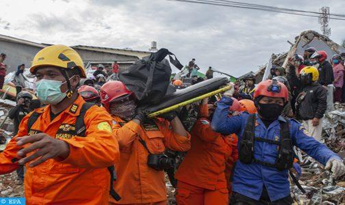 56 قتيلا جراء الزلزال الذي ضرب اندونيسيا (حصيلة جديدة)