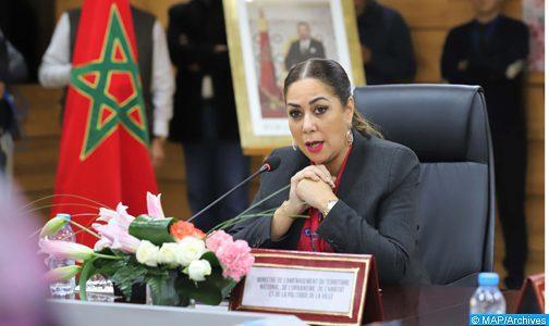 السيدة بوشارب..التحديات التي ترفعها الوزارة كفيلة بتحسين عيش الساكنة بالوسطين القروي والحضري