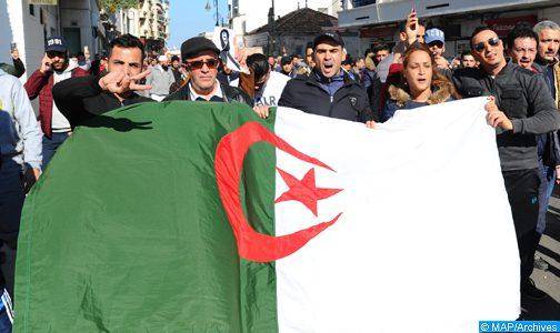 """الجزائر.. المظاهرات تطالب بـ """"دمقرطة البلاد ورحيل القادة الموجودين في السلطة"""" (أوروبا برس)"""