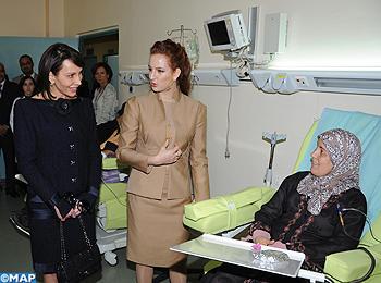 SAR la Princesse Lalla Salma et la Première Dame du Gabon visitent l'hôpital d'oncologie du CHU Hassan II de Fès