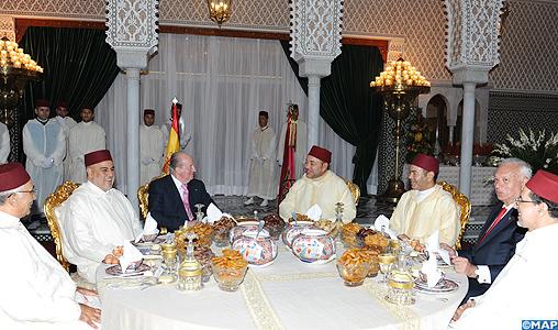 SM le Roi offre un Iftar officiel en l'honneur du Souverain espagnol