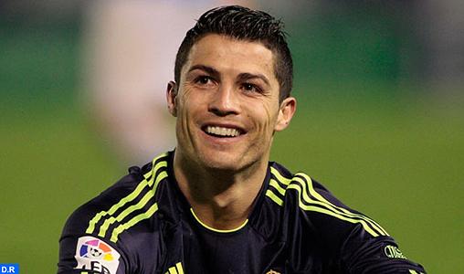 Cristiano Ronaldo remporte le Ballon d'or FIFA 2013
