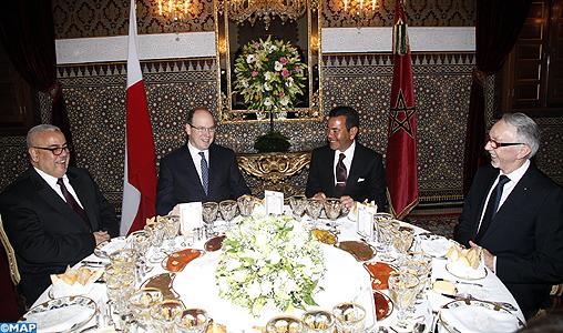 SAR le Prince Moulay Rachid préside un dîner offert par SM le Roi en l'honneur de SAS le Prince Albert II de Monaco