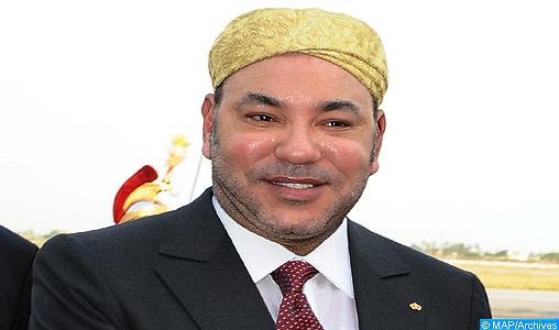 SM le Roi visite à la foire internationale de Casablanca une exposition de produits de micro-entreprises solidaires