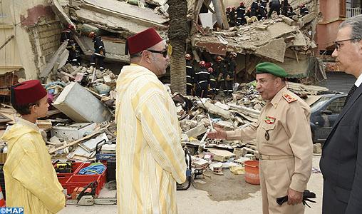 Effondrement de trois immeubles à Casablanca: SM le Roi visite les lieux et se rend au chevet des victimes