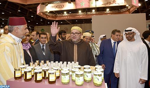 Sm le roi visite le pavillon marocain au salon for L orient express salon marocain