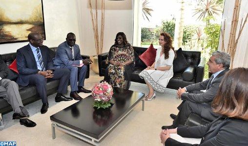 """SAR la Princesse Lalla Salma, Présidente de la Fondation Lalla Salma – Prévention et Traitement des cancers reçoit la Première Dame du Sénégal et Présidente de la Fondation """"Servir le Sénégal"""""""