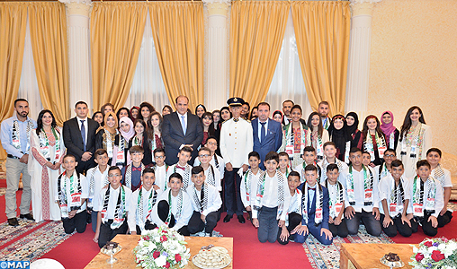 SAR le Prince Héritier Moulay El Hassan reçoit les enfants maqdessis participant à la 10è édition des colonies de vacances de l'Agence Bayt Mal Al-Qods