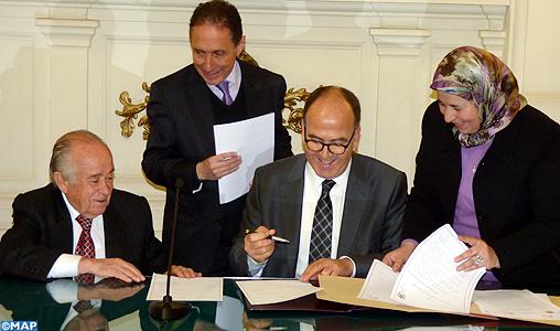 Signature à Santiago d'un mémorandum d'entente entre la Chambre des Conseillers et le Sénat chilien