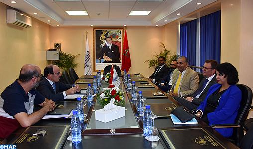 """Tanger: M. El Omari examine avec la société italienne """"Vercarmodel"""" les moyens de créer une unité de production de voitures électriques"""