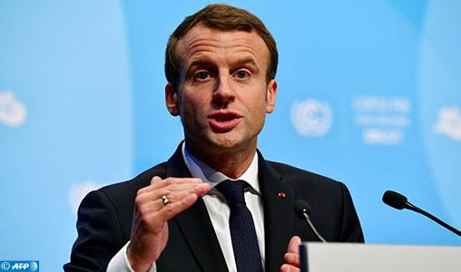 Convaincu, Macron défend ses choix et conceptions devant des contradicteurs très critiques