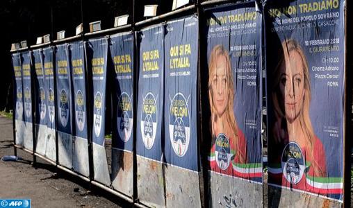 Italie ouverture des bureaux de vote pour des élections à