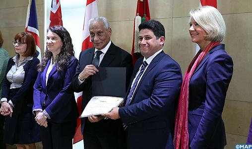 Remise de certificats aux futurs formateurs régionaux en matière de lutte contre l'extrémisme dans les établissements pénitentiaires