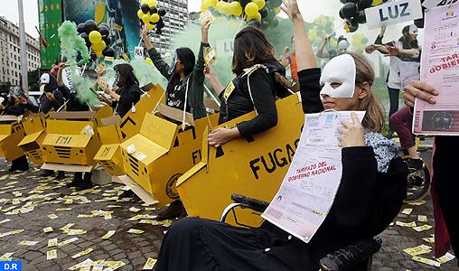 Des centaines d'Argentins manifestent à Buenos Aires contre les négociations pour une aide du FMI