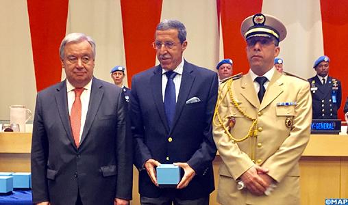 Les F.A.R et le maintien de la paix au monde - Page 27 M%C3%A9daille-Dag-Hammarskjold-_casques-bleus-marocains_M-2