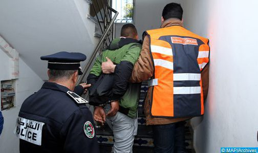 Oujda : Un officier de police contraint d'utiliser son arme de service pour neutraliser deux individus qui menaçaient la vie d'une fille et des agents de sûreté à l'aide de l'arme blanche (DGSN)