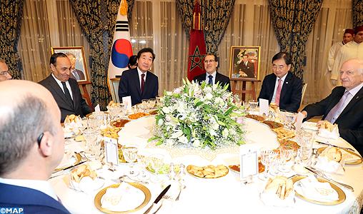 SM le Roi offre un dîner en l'honneur du Premier ministre sud-coréen