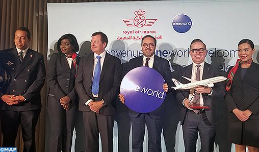 Royal Air Maroc rejoint l'alliance Oneworld, devenant la première compagnie africaine à rejoindre cette alliance mondiale