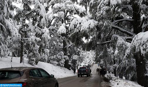 Tinghir : mobilisation totale pour surmonter les effets des chutes de neige sur la circulation routière
