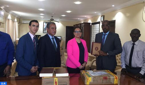 Djibouti : le Maroc fait don d'un lot du Saint Coran et de livres sur la culture islamique à la bibliothèque de la Mosquée Oum Salama