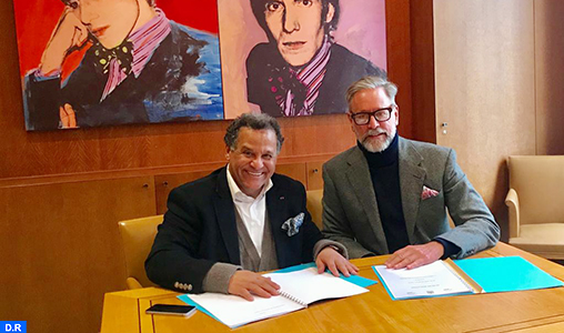 Signature à Paris d'une convention de don de caftans de collection entre les Fondations Pierre Bergé/Yves Saint Laurent et la FNM