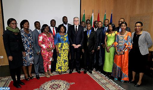 Remise à Rabat des certificats aux participants à un cycle de formation en diplomatie originaires de l'Afrique francophone