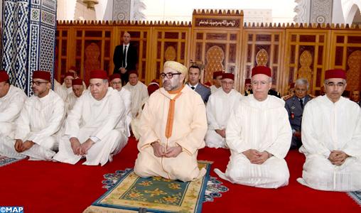 SM le Roi, Amir Al Mouminine, accomplit la prière du Vendredi à la mosquée Palestine à Salé