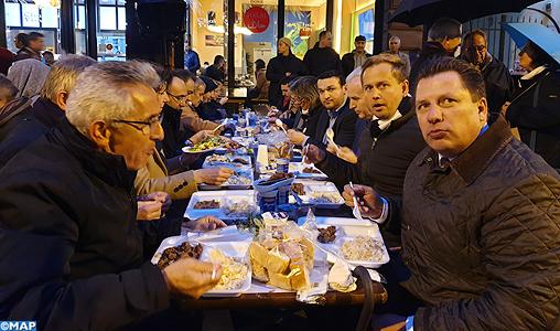 Ramadan: Un iftar collectif réunit différentes nationalités et confessions sur l'une des principales avenues de Francfort