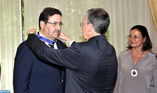 Le premier vice-président de la Chambre des conseillers reçoit les insignes de l'Ordre de Rio Branco du gouvernement brésilien