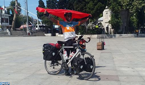 En route pour la Mecque, le voyageur marocain Karim Mosta fait escale à Istanbul, un périple qui exige détermination et résistance