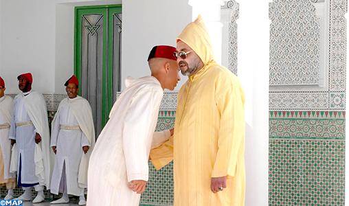 SM le Roi, Amir Al-Mouminine, accomplit la prière de l'Aïd Al-Adha à la mosquée Hassan II à Tétouan et reçoit les vœux en cette heureuse occasion