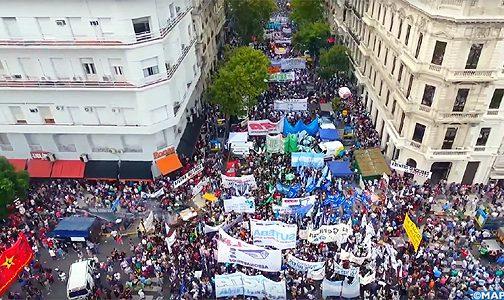 Avec l'accentuation de la crise financière, l'Argentine est-elle à nouveau entrée dans le cycle vicieux des incertitudes politiques et économiques?
