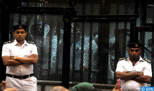 """Égypte : prison à vie pour le guide des """"Frères musulmans"""" et dix autres membres pour """"espionnage"""""""