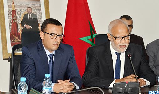Passation des pouvoirs entre MM. Yatim et Amkraz, nouveau ministre de l'Emploi et de l'insertion professionnelle