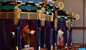 Japon: le nouvel empereur proclame son intronisation