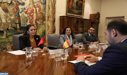 Le renforcement de la coopération en matière d'urbanisme au centre d'un entretien entre Mme Bouchareb et M. Abalos