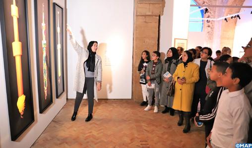 """Fondation de l'Académie du Royaume : Visite pédagogique de l'exposition """"Trésors de l'Islam en Afrique"""" au profit de jeunes élèves de Témara"""