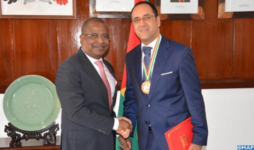 L'Ambassadeur du Maroc au Gabon et Sao Tomé et Principe décoré de la médaille de l'ordre de chevalier de la République de Sao Tomé et Principe